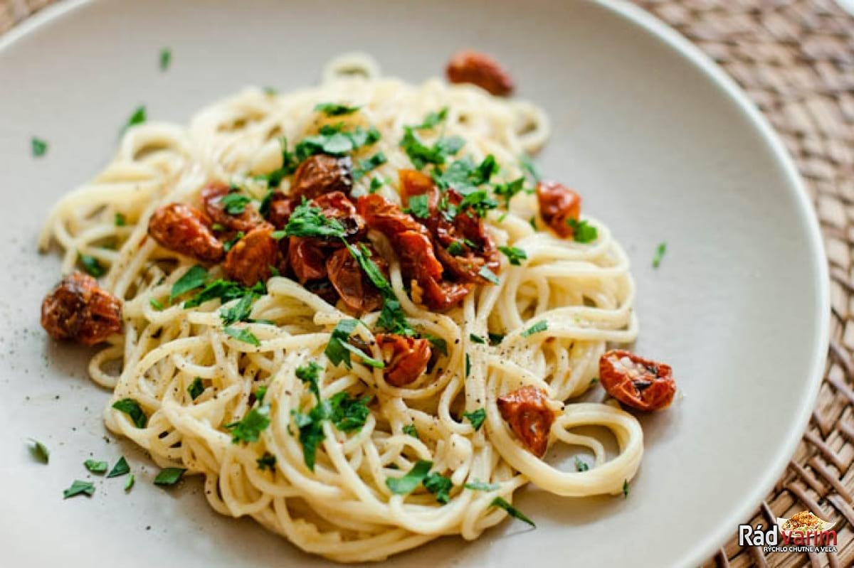 Špagety s petržlenovou vňaťou