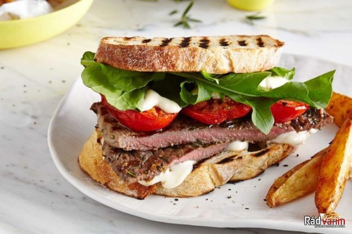 Grilované sendviče s rozmarínovými steakmi