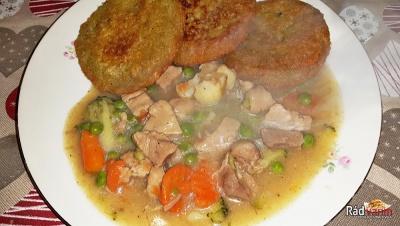 Bravčové mäso so zeleninou a zemiakovou plackou