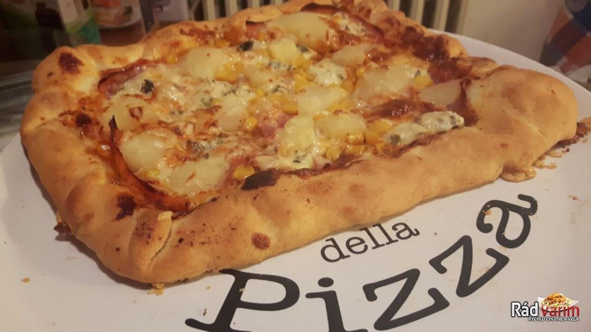 Šunková pizza so syrovými okrajmi