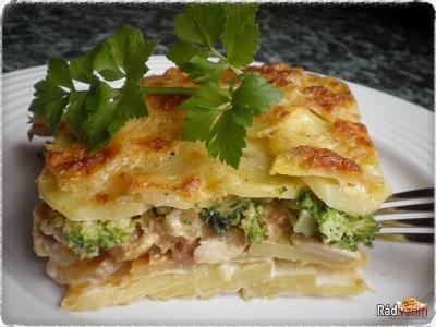 Zapečené zemiaky so smotanou, brokolicou a kuracím mäsom