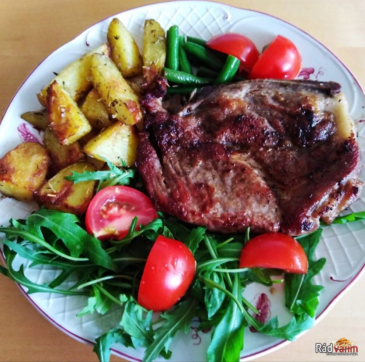 Grilovaná krkovička a opekané zemiaky