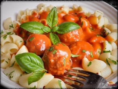 Mäsové guľky v paradajkovej omáčke s cestovinami