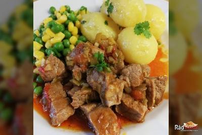 Bravčová krkovička na šťave so zeleninou na masle a nové zemiaky