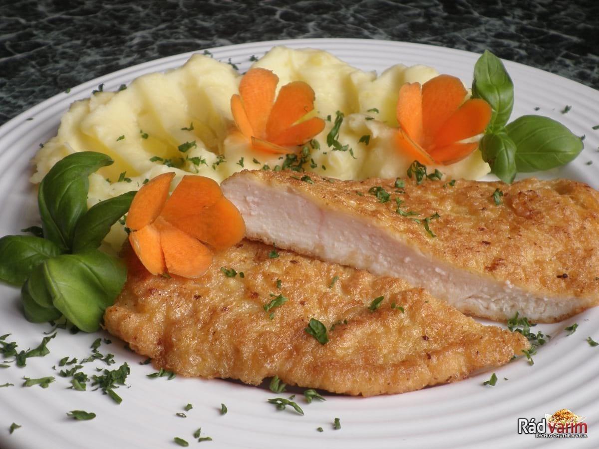 Kurací rezeň so zemiakmi (pyré)