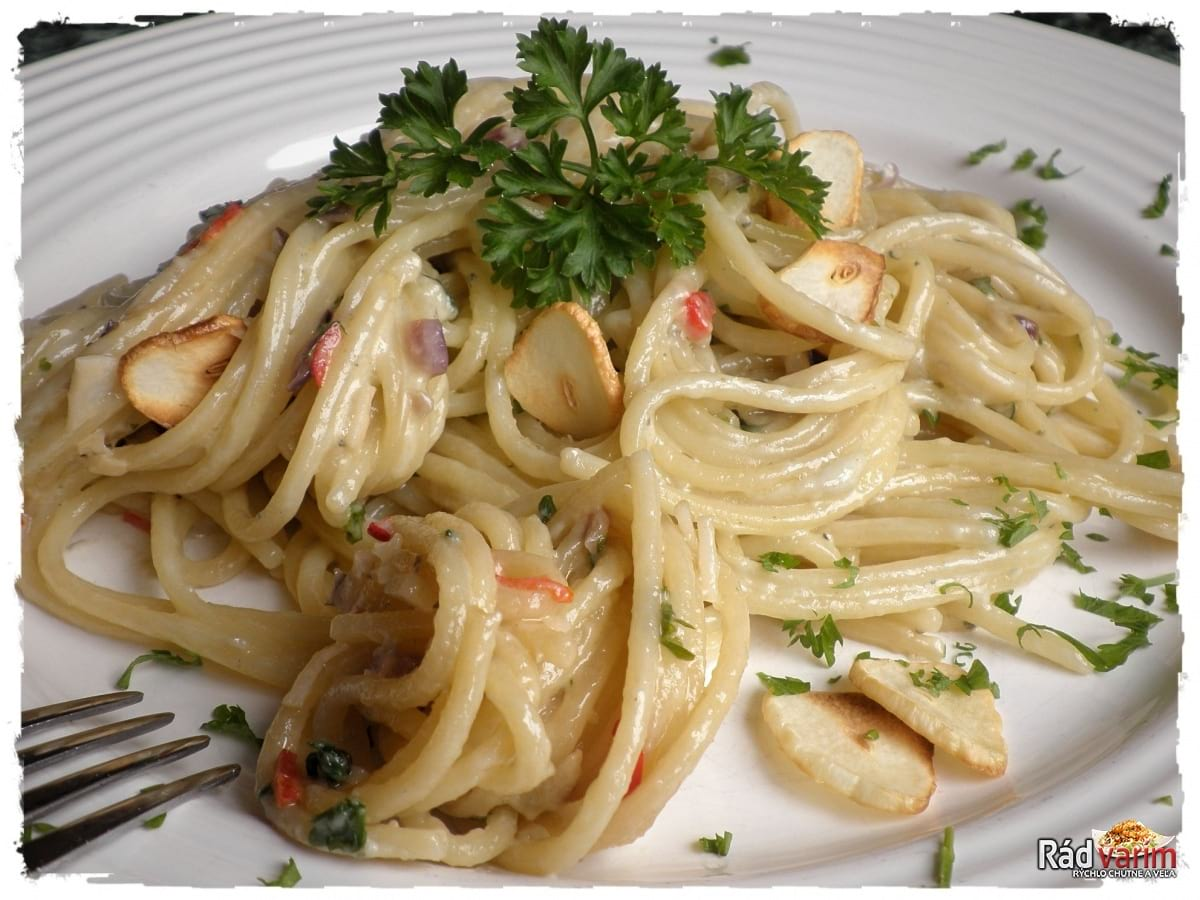 Syrové špagety s nivou a cesnakom