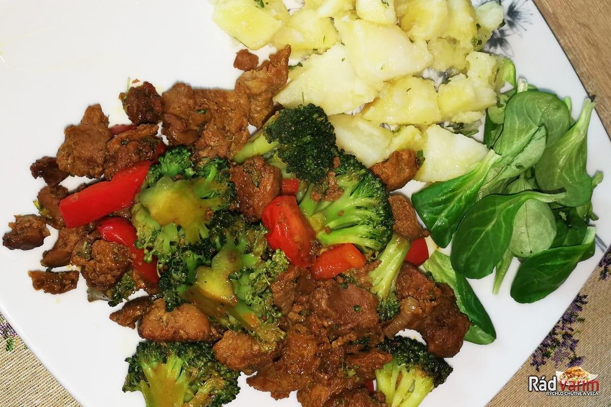 Sójové kocky so zeleninou, zemiačiky