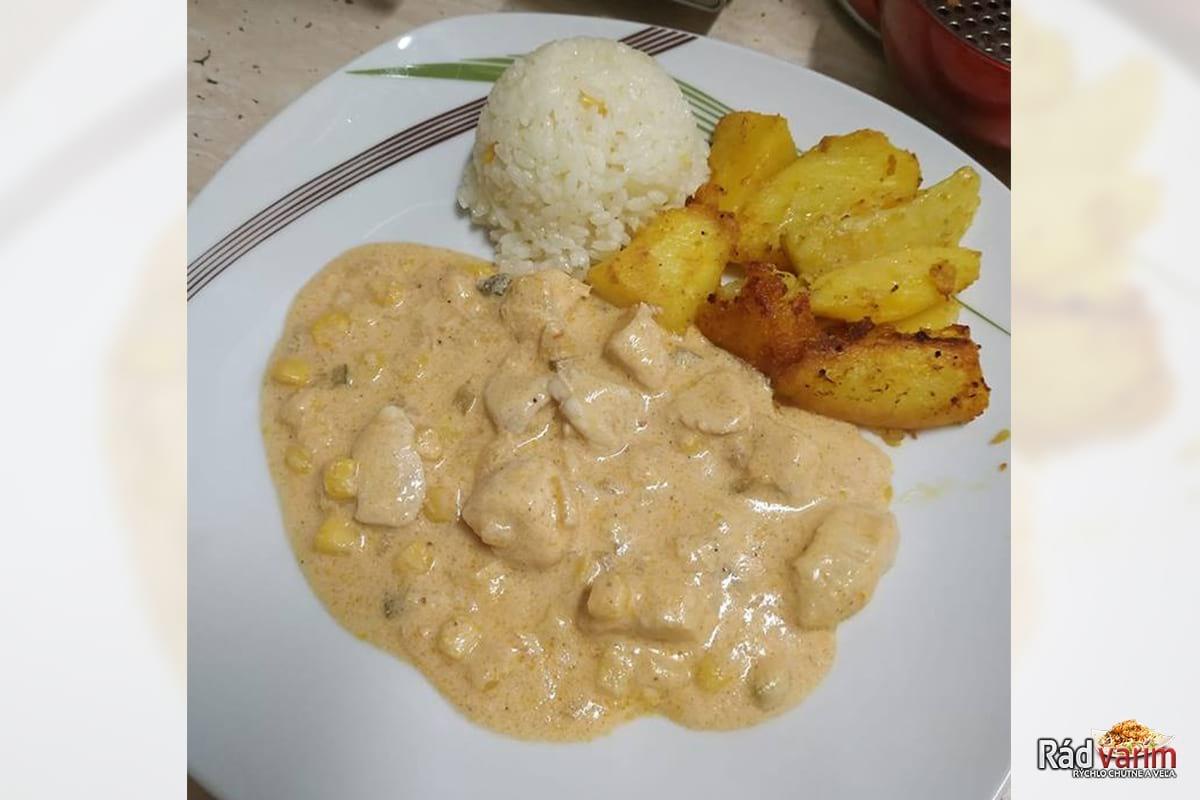 Kuracie Stroganov, pečené zemiaky a ryža