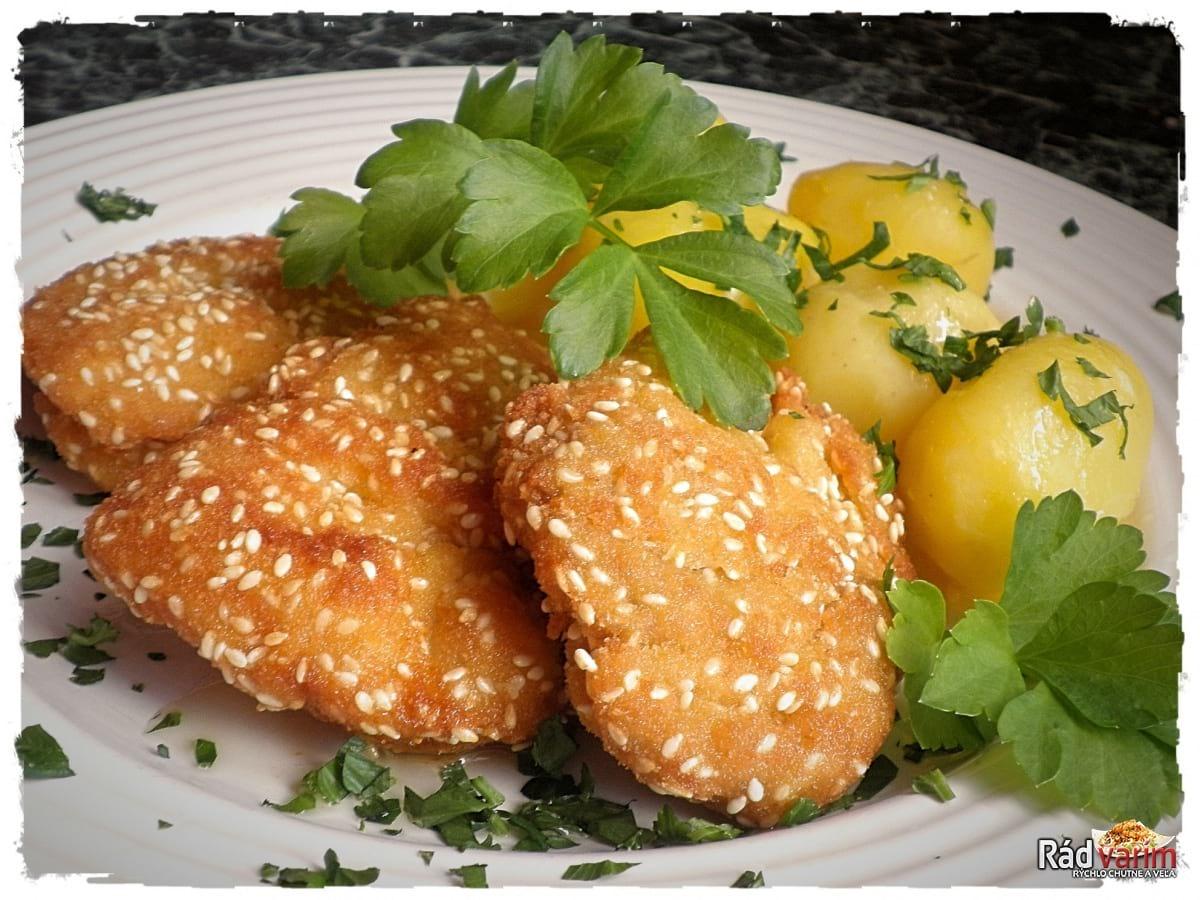 Kuracie prsia v trojobale so sezamom a nové zemiaky