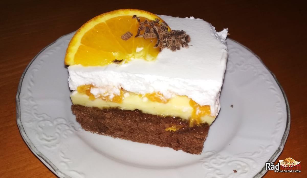Lahodný pomarančový rez so šľahačkou