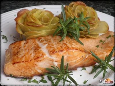 Smažený losos a zemiakové ruže
