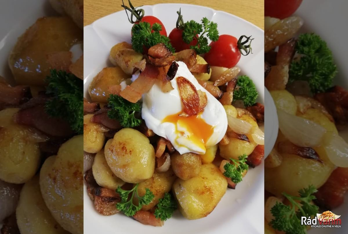 Opekané zemiaky so strateným vajcom a slaninou