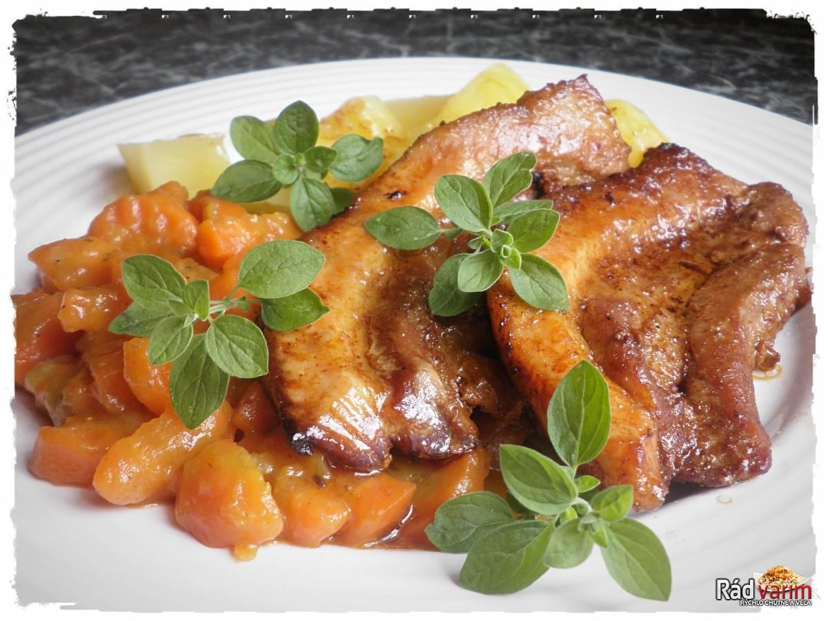 Pečený bôčik s dusenou karí mrkvou