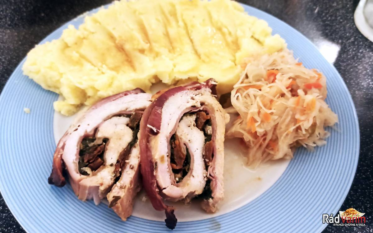 Plnená morčacia roláda so syrom a špenátom