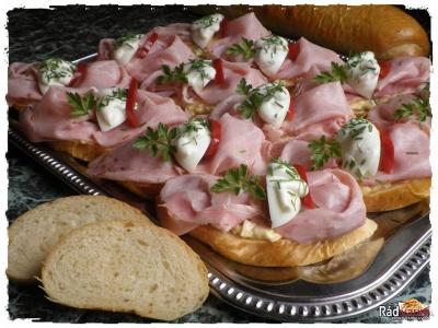 Domáci veka chlieb s hermelínovou nátierkou