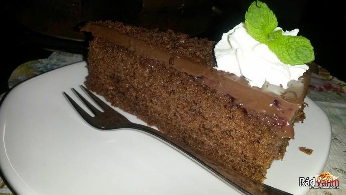 Čokoládovo - brusnicová torta
