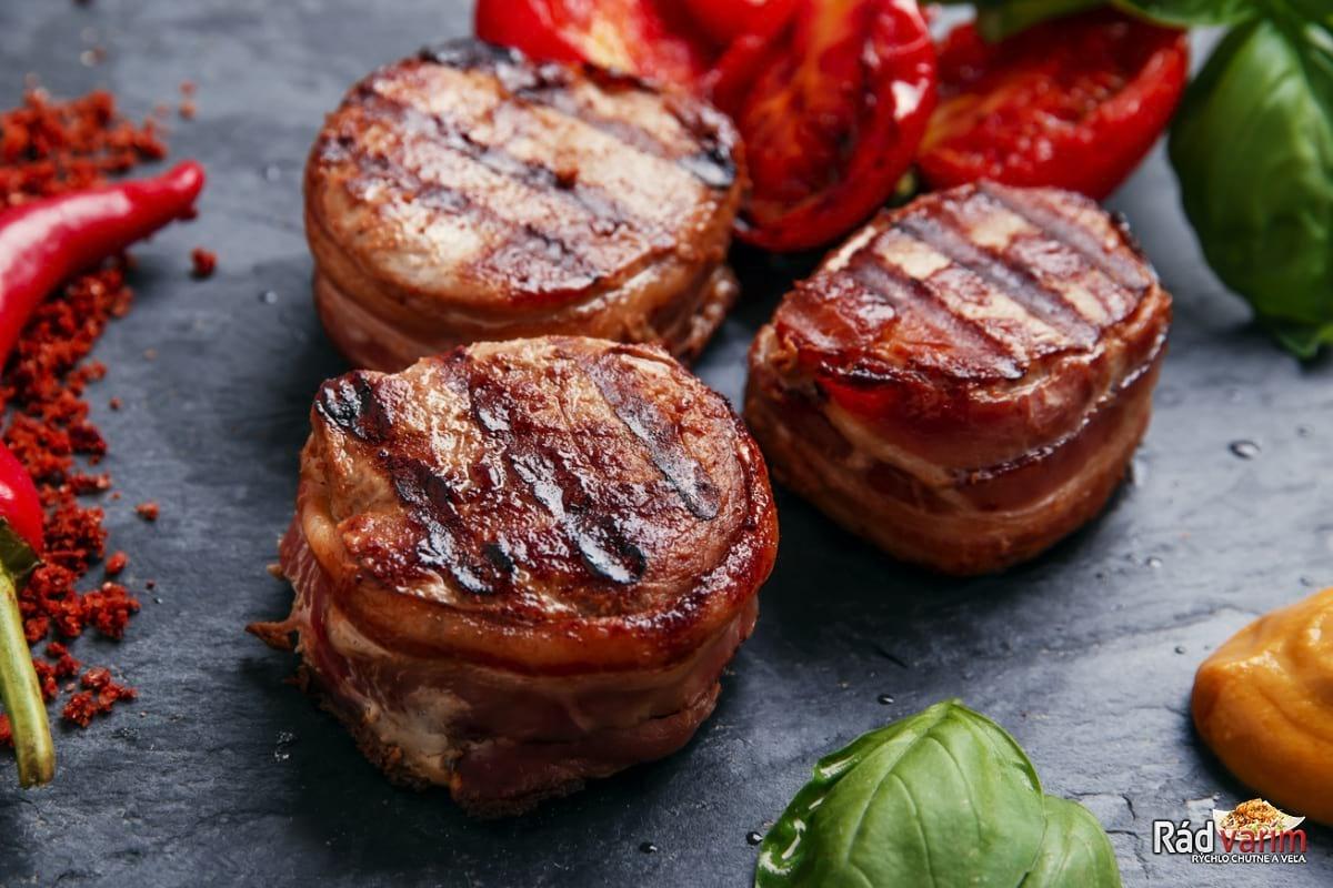 Bravčové medailónky v slaninke